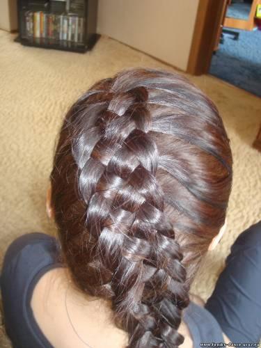 А я освоила новую косу.  Из 5 прядей.  Теперь красивишнаяяя хожу.